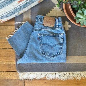 Vintage Levi's 550 High Rise Mom Jeans - Raw Hem